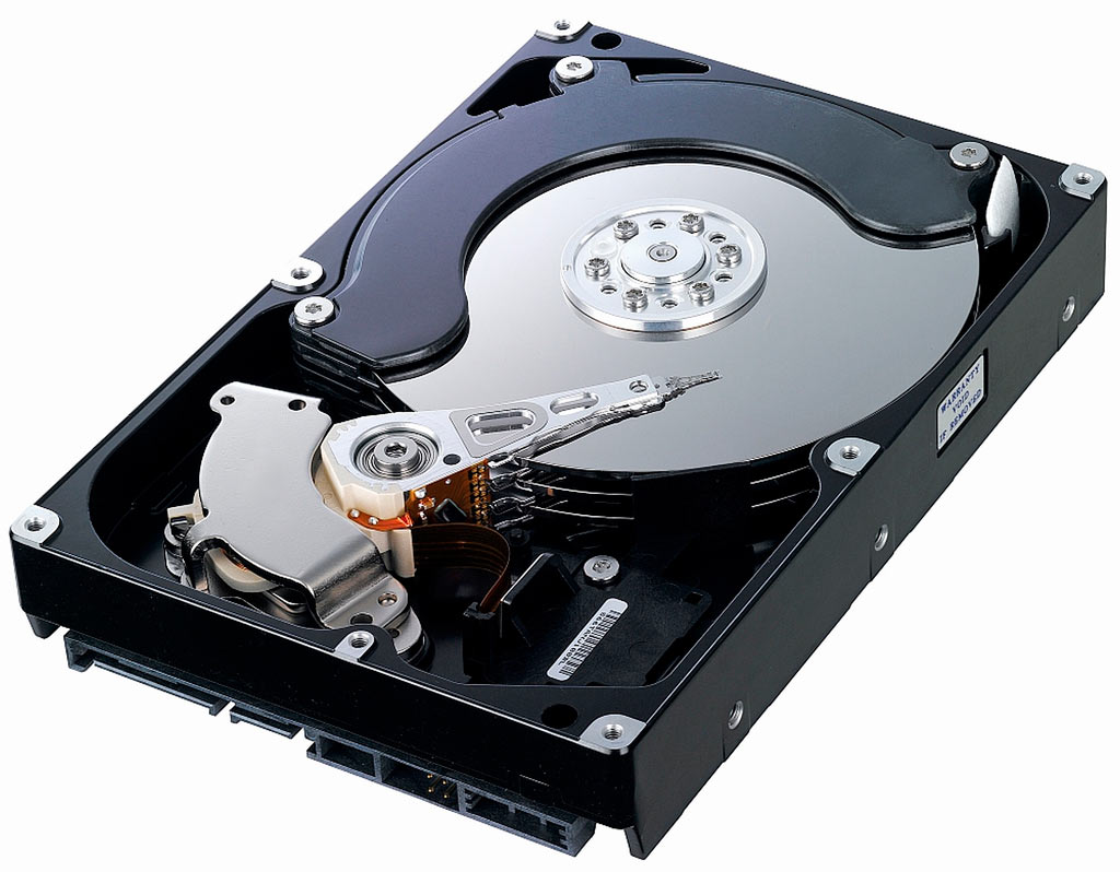 Solid State Drives vs Traditional Hard Drives. Which is right for you?